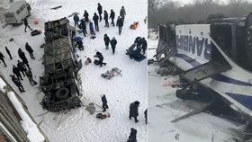 "Autobusu praskla pneumatika: 19 mrtvých. ""Pomozte! To je strašné,"" ozývá se na videu"