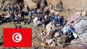 Autobus se zřítil v dovolenkovém ráji ze srázu: Zemřelo 22 turistů