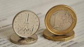Supersilná koruna potěšila dovolenkáře. Prolomila hranici 25 korun za euro