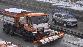 Sníh a ledovka v Česku, silnice kloužou. Ženou se přeháňky, sledujte radar Blesku