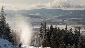 Teploty klesnou až na -7 °C. Ráno dejte pozor na mrznoucí mlhy a náledí