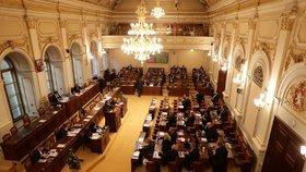 Poslanecká sněmovna: Co bude denní chleba poslanců, které na podzim zvolíme?