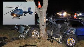 Mladík nezvládl zatáčku a narazil do stromu: Do nemocnice ho musel transportovat vrtulník!