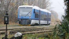V Neratovicích smetl vlak člověka: Zasahoval i vrtulník