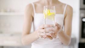 Co se stane s vaším tělem, když každý den budete pít skleničku vody s citronem?