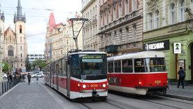 Začínají opravy metra na lince C. Jak přes léto pojedou autobusy, tramvaje a metro v Praze?