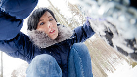 Jak nasadit sněhové řetězy? Nacvičte si to předem!