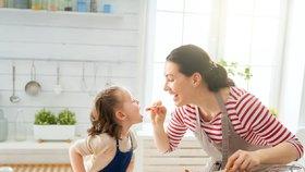 Vaření s dětmi se vyplatí, odhalila expertka. Rozvíjí u nich důležité schopnosti pro život