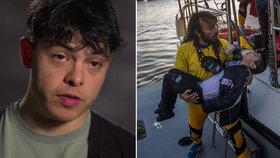 Potápěč zachránil tisíce migrantů, hrozí mu 25 let vězení. Řekové ho viní za špionáž kvůli WhatsApp