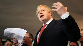 Johnson radikálně otočil. Na zboží z EU chce uvalit cla a přísné kontroly