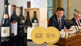 Vondráček dělá za hranicemi reklamu českým vinařům. A ve Sněmovně chce prodávat suvenýry