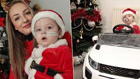 Dojemný vánoční dárek: Chlapeček, který přišel o všechny končetiny, dostal auto!