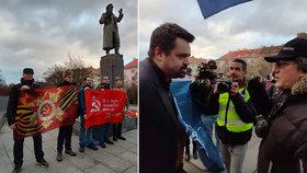 VIDEO: Řež u sochy Koněva: Odpůrci a příznivci na sebe řvali, nechyběl Novotný