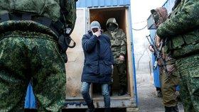 Ukrajinci si vyměnili zajatce se separatisty. Povstalci pustili 76 vězňů