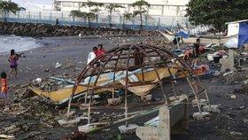 """Běsnící """"zvíře"""" zabilo na Filipínách nejméně 50 lidí. Tajfun Phanfon má nejvíce obětí"""