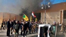 Dav prolomil bránu americké ambasády v Iráku. Šíitové se mstí za nálet USA