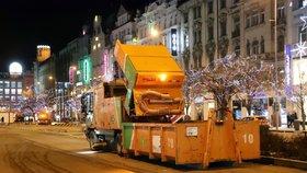 Silvestrovský nepořádek zmizel z Prahy: Metaři uklidili 35 tun odpadků, práci jim ztížili taxikáři