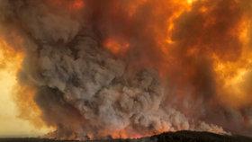 """Ohnivá tornáda a kouřové bouře. Požáry v Austrálii """"dělají"""" vlastní počasí"""