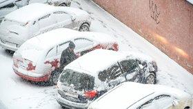 Po vichru Česko zasypal sníh. Silnice kloužou, sledujte radar Blesku