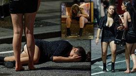 Opilé, špinavé a pozvracené: Tyto dívky to na Silvestra více než přehnaly