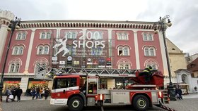 Požár v obchoďáku v centru Prahy: Hořelo na střeše Palladia!