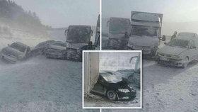 Hromadná nehoda na D1: Na zasněženém úseku se srazilo 17 aut, dvě dodávky a autobus!
