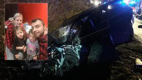Mladík přejel do protisměru a srazil auto s rodinou: Emička (5) je ochrnutá, babička přišla o ruku!