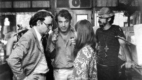 Zemřel Formanův herec a autor scénáře k Absolventovi. Bucku Henrymu bylo 89 let