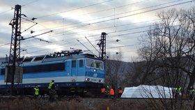 Vlaky mezi Čakovicemi a Satalicemi nejezdí: Mrtvá žena na kolejích!