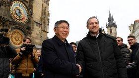 Hřib varoval před Čínou, pak podepsal partnerství se starostou Tchaj-peje. Došlo i na luskouna