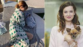 S kojencem do letadla?! Bibi z Ordinace se dva měsíce po porodu sluní na pláži