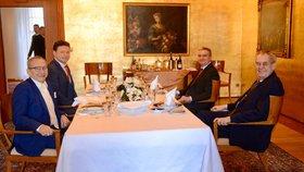 """Kubera to od Zemana """"schytal"""" holí do hlavy. Prezident dal padáka Válkové, chce Křečka"""
