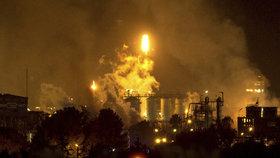 Mohutná exploze chemičky: Jeden mrtvý, zranění a gigantické plameny v Katalánsku