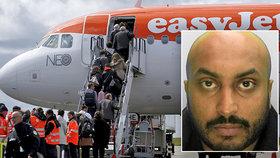 Pasažér EasyJet nahlásil bombu na palubě, aby stihl let za snoubenkou