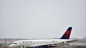 Zpackané nouzové přistání: Letadlo vypustilo palivo na základní školu! Strach z rakoviny