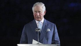Káže vodu, pije víno? Princ Charles na přednášku o emisích letěl helikoptérou!