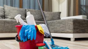 Tyto úklidové pomůcky zapomínáte čistit. Jsou plné bakterií!