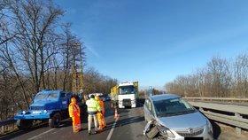 Dlouhé kolony na D7! Dálnici u Středokluk blokovala tři hodiny nehoda