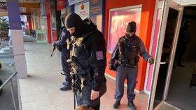 Kasino maskované jako půjčovna šatů! Celníci se samopaly odhalili v Sapě nelegální hazard