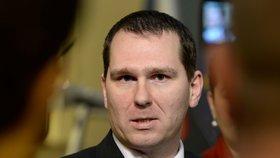 Bývalý šéf ČTÚ chce podat žalobu kvůli svému odvolání. Zmínil i aukci 5G sítí