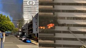Výškovou budovu zachvátily plameny: Lidé vylézali z oken a zoufale čekali na záchranu