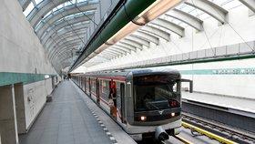 Balíky z e-shopů v metru? Ministr dopravy chce ulevit přetíženým silnicím