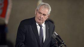 Lidé hodnotili Zemana: Nedůstojný k prezidentskému úřadu, ale stará se o občany