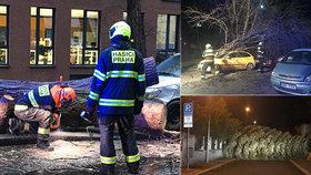 Silný vítr v Praze: Dál komplikuje dopravu, hasiči vyjížděli více než 300krát