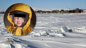 Ztracení kluci bojovali s ledovým vichrem. Tři starší vykopali díru pro batole (2)