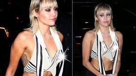 Rozdováděná Miley Cyrusová: Samolibě fanouškům předvedla odhalenou bradavku!