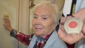 Paní Eleně (83) se udělalo špatně, život jí zachránilo tlačítko: Za 10 let 2300 zákroků