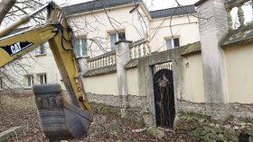 Utajená demolice v Praze 9? Historická vila z roku 1678 v parku Smetanka má jít k zemi
