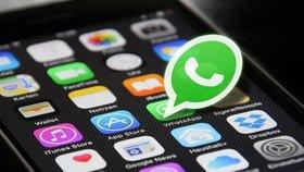 WhatsApp už používají dvě miliardy lidí. Spojení s Messengerem jen tak rychle nehrozí