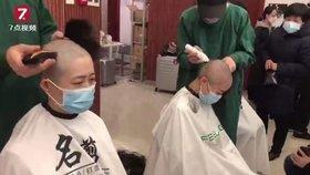 Strasti sester kvůli koronaviru: Holí si vlasy, nosí pleny a mají bolestivé jizvy